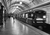 Минтранс уточнил возраст пассажиров, которым нужно уступать место в метро